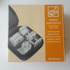 BROOKSTONE WORLD ADAPTER WITH CASE